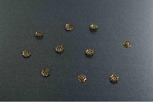 Capacele floricica 6mm bronz (10buc.)